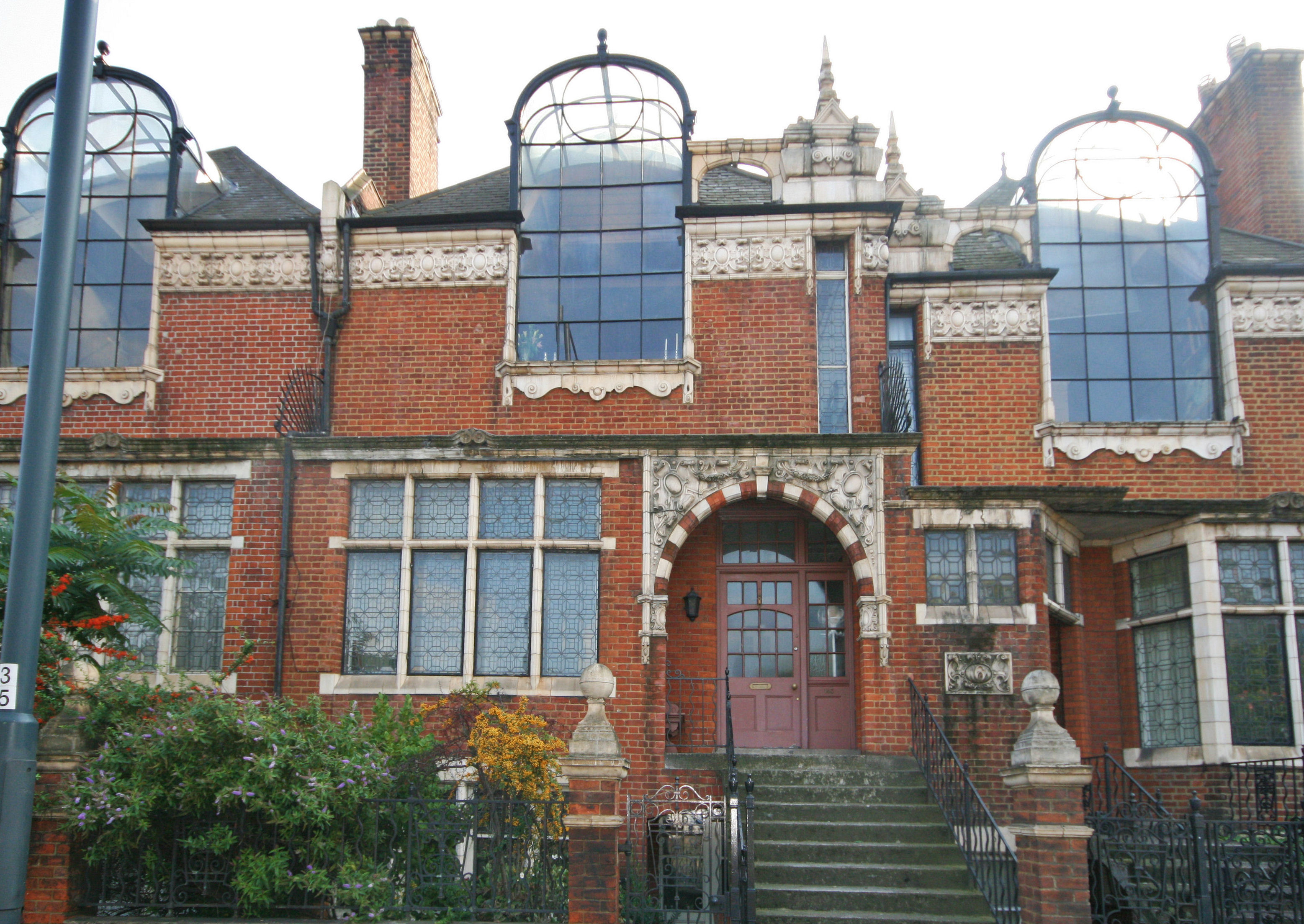 Former No.5 St Paul's Studio - image courtesy of Chestertons