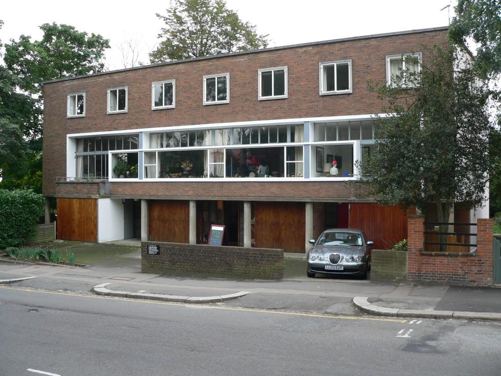 1_2_3_Willow_Road_Hampstead_London_20050924[1]