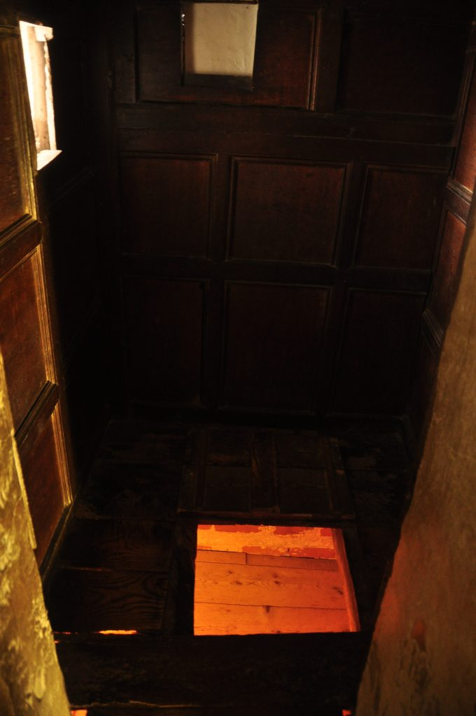 Priest hole in Boscobel House, Shropshire (Wikimedia/Nilfanion)